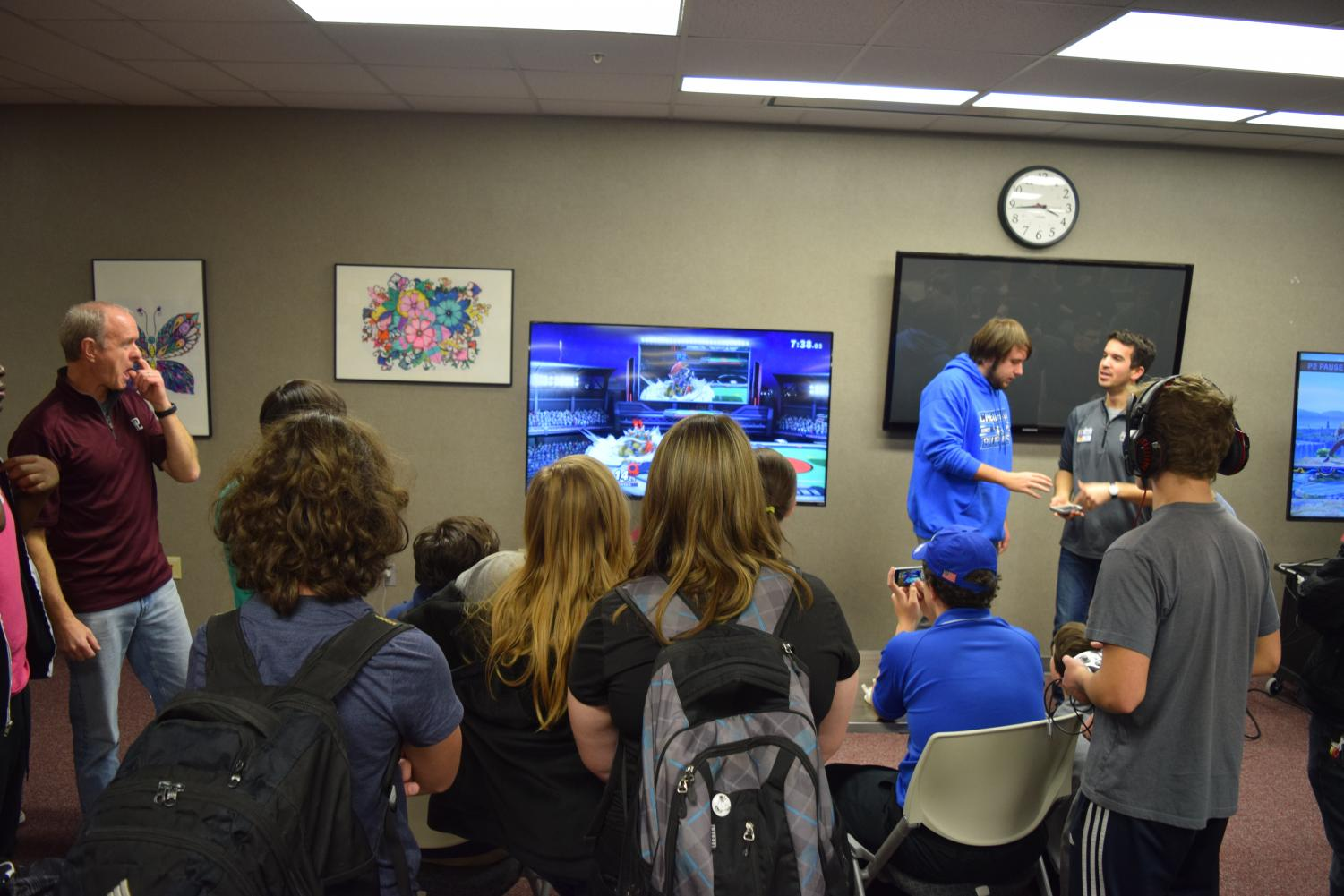 Members of the esports club watch in excitement as two players battle it out in a Super Smash Brothers tournament. The esports club was founded last year following the club creation steps.